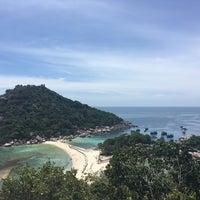 Photo taken at Koh Nang Yuan Dive Resort by Fonwhan N. on 6/19/2016