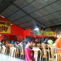 Photo taken at Nasi Bebek Sinjay by Janu N. on 12/5/2012