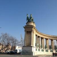2/16/2013 tarihinde Dettyziyaretçi tarafından Hősök Tere | Heroes Square'de çekilen fotoğraf