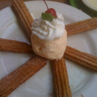 Foto tomada en La Parrilla Mexican Restaurant por Kenn P. el 6/21/2012