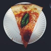 Das Foto wurde bei Best Pizza von Luke D. am 6/15/2013 aufgenommen