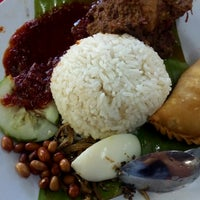 Photo taken at Nasi Lemak Maria by Hanisah J. on 10/2/2016