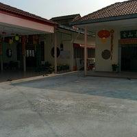 Photo taken at Nan Hai Fei Lai Guan Yin Fo Tang by Dennis W. on 2/12/2014