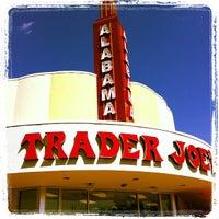 Снимок сделан в Trader Joe's пользователем Pamela N. 10/4/2012
