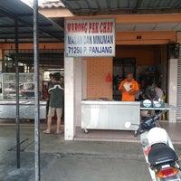 Photo taken at Warung Pak Chat Pasir Panjang by Junaidah I. on 2/2/2014