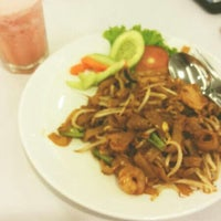 Photo taken at D'Cost Seafood by Warda A. on 2/7/2014