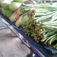 Photo taken at ตลาดกองทุน by Tanyarat T. on 10/20/2012