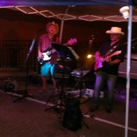 Photo taken at Traders' Sports Pub by Melinda Z. on 6/7/2014