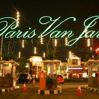 Photo taken at Paris Van Java (PVJ) by Rhicky B. on 4/6/2013