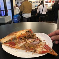 Foto tomada en Joe's Pizza por Melissa D. el 1/29/2018