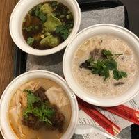 Foto tomada en Xi'an Famous Foods por Melissa D. el 1/28/2018