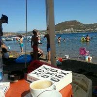 Photo taken at Çardak Cafe Plaj by Çiğdem on 8/18/2016