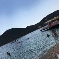 Das Foto wurde bei Olympos Mocamp Beach Club von N. I. am 9/9/2018 aufgenommen