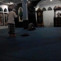 Photo taken at Masjid Nurul Maa'i PDAM by Jarip Aripudin Almamuni on 8/23/2014