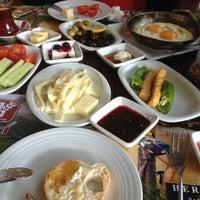 2/3/2013 tarihinde Ihsan B.ziyaretçi tarafından Pan Pan Cafe & Fırın'de çekilen fotoğraf