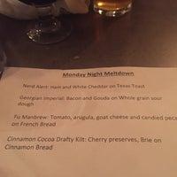 Foto tomada en The North Highland Pub por Lauren A. el 3/8/2016