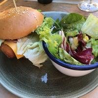 Das Foto wurde bei WOLF Burger&Steak von Stephan am 10/14/2017 aufgenommen