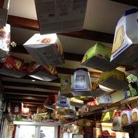 Снимок сделан в Mad Coffee Bar & Delicatessen пользователем Paul M. 11/30/2013