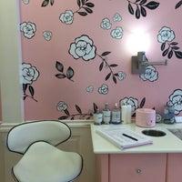 Foto tomada en Benefit Cosmetics por Anastasia S. el 4/11/2016