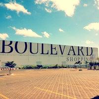Foto tirada no(a) Boulevard Shopping por Tiago T. em 7/11/2013