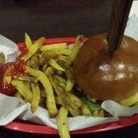 Foto scattata a Red Iron Burgers da Gracie L. il 10/1/2014