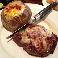 Photo taken at LongHorn Steakhouse by Hailie S. on 12/30/2012