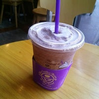 Photo taken at The Coffee Bean & Tea Leaf by Christine on 6/26/2013