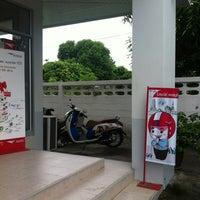 Photo taken at ที่ทำการไปรษณีย์จังหวัดเพชรบุรี by AsiA W. on 6/27/2013