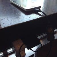 5/8/2013にNOBUYASU M.がStarbucks Coffee 御堂筋本町東芝ビル店で撮った写真