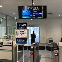 Photo taken at 新石垣空港 6番搭乗口 by KT M. on 12/31/2017