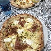 4/18/2018 tarihinde Zac B.ziyaretçi tarafından Mimi Bar Pizzeria'de çekilen fotoğraf