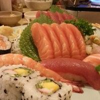 Photo taken at Sushi Yassu by Juliano Akira K. on 2/24/2013