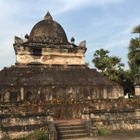 Photo taken at Wat Visuonnaradh by ใหม่ A. on 5/3/2015