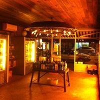 12/9/2012 tarihinde Amira B.ziyaretçi tarafından Alphabet City Beer Co.'de çekilen fotoğraf
