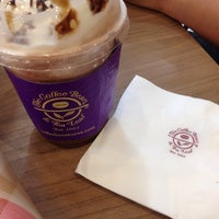 Photo taken at The Coffee Bean & Tea Leaf by Fedelyn D. on 6/18/2014