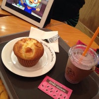 Photo taken at The Coffee Bean & Tea Leaf by Fedelyn D. on 12/18/2013