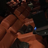 Foto scattata a iPic Theatres da Mimi il 11/3/2017