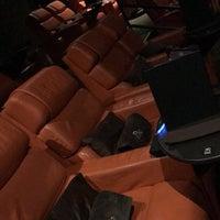 Foto tirada no(a) iPic Theatres por Mimi em 11/3/2017