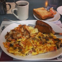 Photo taken at Clairmont Diner by Valdis K. on 3/28/2014