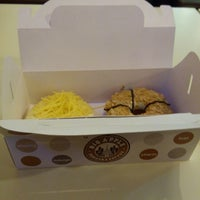 Photo taken at Big Apple Donuts & Coffee by Mohd Hazim B. on 8/9/2014