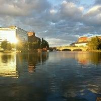 Das Foto wurde bei Kaisaniemenranta von Riku N. am 8/15/2016 aufgenommen