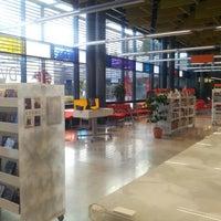 Photo taken at Entressen kirjasto by Riku N. on 9/15/2012