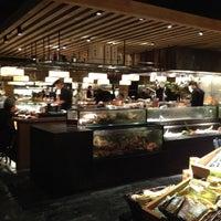 Das Foto wurde bei 明水三井 Mitsui Cuisine von Natalie F. am 9/28/2012 aufgenommen