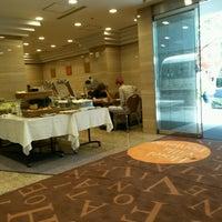 Photo taken at Hotel Villa Fontaine Tokyo-Nihombashi Hakozaki by Laetitia K. on 8/19/2016