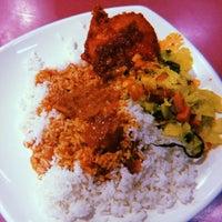 Photo taken at Restoran Nasi Kandar Impian by فاتين on 2/24/2018