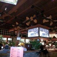 Photo taken at Iggy's Sports Grill by Cindy B. on 1/10/2013