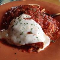 Das Foto wurde bei Johnny's Italian Restaurant von Jacqueline F. am 9/25/2013 aufgenommen