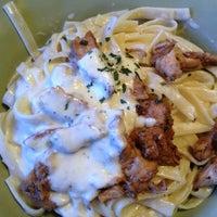 Das Foto wurde bei Johnny's Italian Restaurant von Jacqueline F. am 1/31/2013 aufgenommen