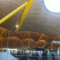 Foto tomada en Cercanías Aeropuerto T4 por Olga P. el 4/12/2013