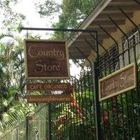 Foto tomada en Country Store & Café por Roger V. el 2/13/2013
